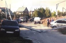 Лишавшийся прав водитель иномарки повалил столб на припаркованный автомобиль