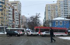 На перекрестке пр. Ленина и ул. Полевой затруднено движение из-за ДТП с трамваем и автомобилем