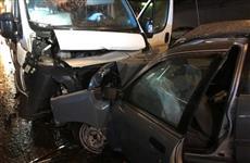В Чебоксарах иномарка врезалась в маршрутное такси, пострадали 13 человек