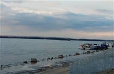 Волга поднялась и затопила прогулочную зону самарского речного вокзала