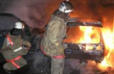 Во дворе самарского дома обгорели пять легковых автомобилей