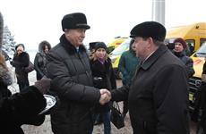 Николай Меркушкин передал ключи от 18 школьных автобусов и восьми автомобилей скорой помощи