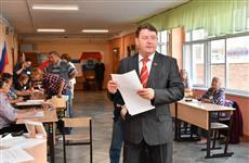 Алексей Лескин пришел на избирательный участок с семьей