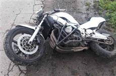В Кинель-Черкасском районе мотоциклист погиб после наезда на двух подростков