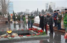 В честь 23 февраля цветы к Вечному огню возложили полторы тысячи человек