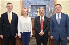 Министр энергетики Швеции Ибрагим Байлан и глава региона Дмитрий Азаров открыли выставку в Музее модерна