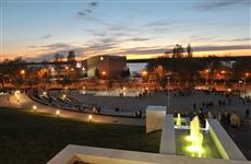 На склоне площади Славы запустили комплекс фонтанов и подсветку