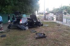В Самаре в кому впал водитель легковушки, врезавшись в столб, стенд и остановку