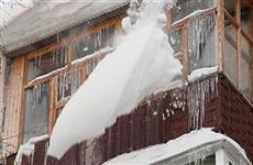 Три человека пострадали в Самаре за день от упавших с крыш снежных глыб