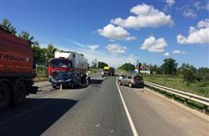 В ДТП с участием двух грузовиков и двух легковушек в Сергиевском районе пострадали четыре человека