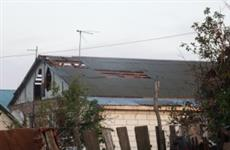 Порывистый ветер оборвал провода и повредил крыши в пос. Булак