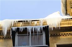 В Самаре упавшая с крыши глыба снега убила женщину