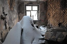 Двадцать человек из сгоревшего дома остаются без жилья