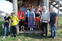 Колумбийцам провели экскурсию по Красноярскому району