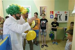 Болельщики сборной Бразилии устроили праздник для маленьких пациентов