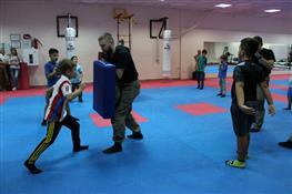Как детей учат противостоять агрессии взрослых и сверстников