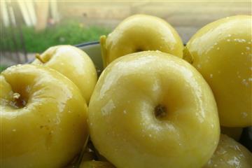 Предприятие Сургутское заготовило 35 тонн моченых яблок