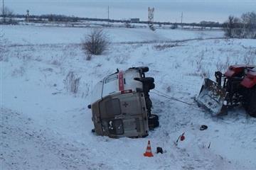 В Хворостянском районе машина скорой помощи съехала в кювет и перевернулась