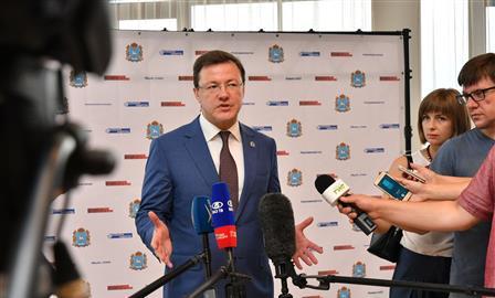 """Дмитрий Азаров: """"Стоит задача выработать комплексную долгосрочную стратегию развития региона"""""""