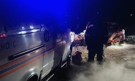 В ДТП с бензовозом и легковушкой погибли два человека