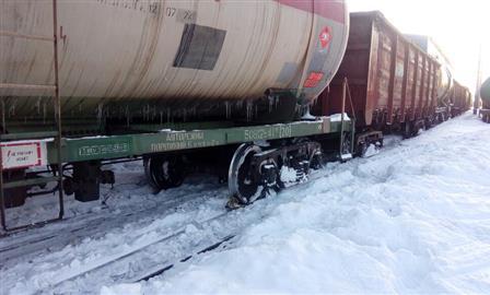 В Сызрани сошел с рельсов вагон поезда, погибли двое рабочих