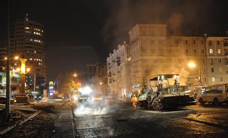 На закрытом участке Ново-Садовой начали укладку асфальта