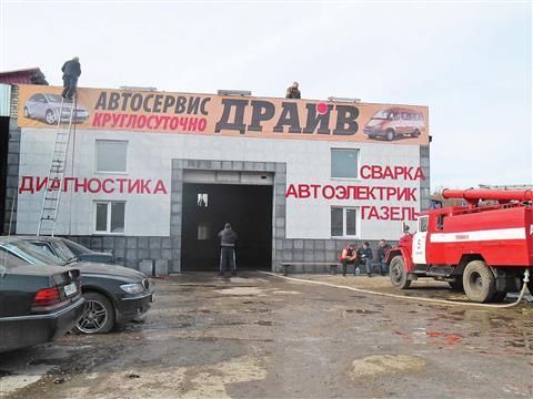 На ул. Алма-Атинской в Самаре сгорел новый автосервис (видео)