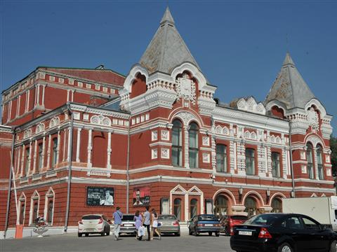 Губернатор Николай Меркушкин в рамках рабочей поездки по Самаре посетил театр драмы им. Горького