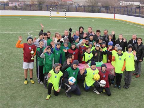 В Ровно-Михайловке открыли универсальную спортивную площадку