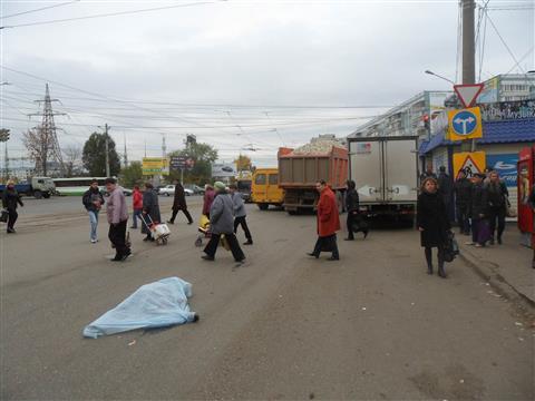 На Московском шоссе КамАЗ насмерть сбил 85-летнюю женщину
