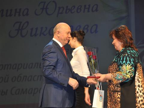 Губернатор поздравил жительниц региона с приближающимся Международным женским днем