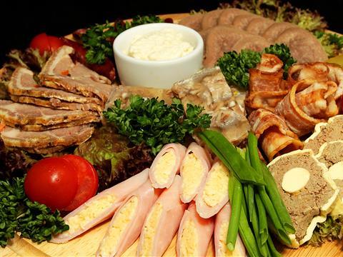 Ресторан баварской кухни Sehr Gut приглашает на свиные рульки