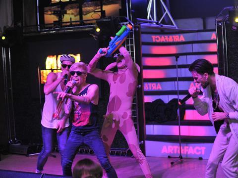 Солист Quest Pistols чуть не разбился на концерте в Самаре