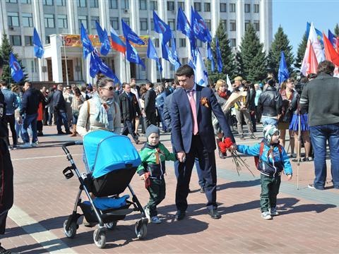 В Самаре на площади Славы состоялось торжественное возложение цветов к Вечному огню