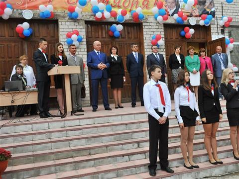 Губернатор поздравил школьников с началом учебного года