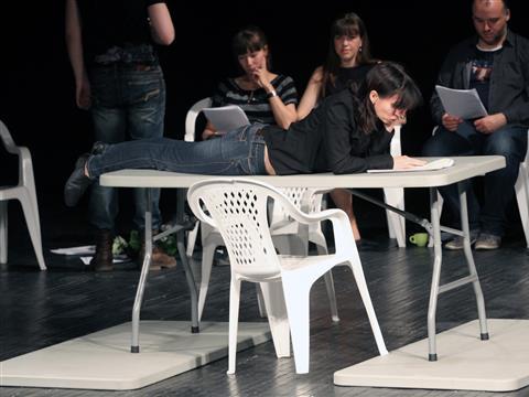 В МДТ показали спектакль по маленьким пьесам, написанным школьниками