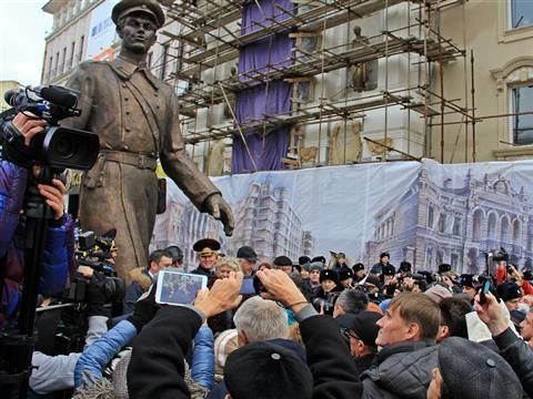"""В Самаре открыли """"Дядю Степу"""" Зураба Церетели"""