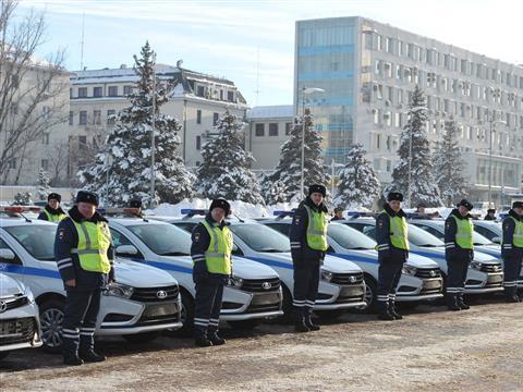 Губернатор Николай Меркушкин передал полицейским новые спецавтомобили