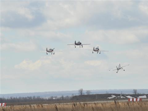 Авиационный праздник на аэродроме Бобровка собрал тысячи зрителей