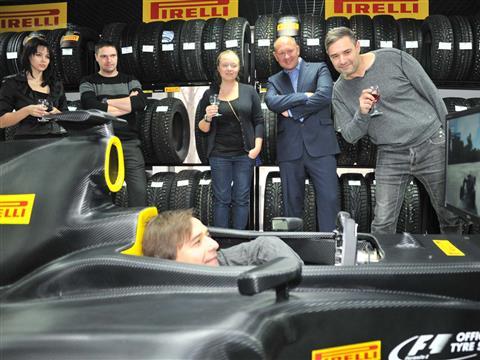 """Компания """"Пирелли"""" представила в Самаре шоу-болид Формулы 1"""