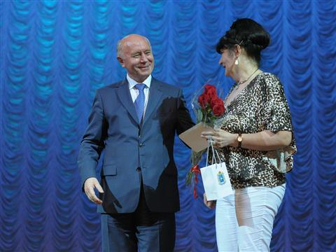 Николай Меркушкин поздравил заслуженных соцработников Автограда