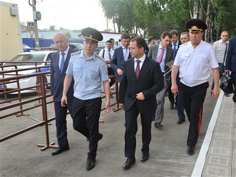 Михаил Бабич в сопровождении губернатора Николая Меркушкина посетил единственный в регионе многофункциональный миграционный центр