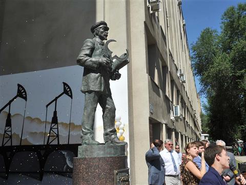 В Самаре открыт первый в стране памятник российскому инженеру