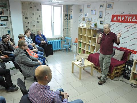 """Ник Перумов презентовал в Самаре первый роман из своего нового цикла """"Приключения Молли Блэкуотер"""""""