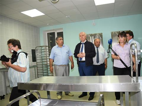 Николай Меркушкин посетил корпус пансионата для ветеранов ВОВ и инвалидов в селе Новотулка