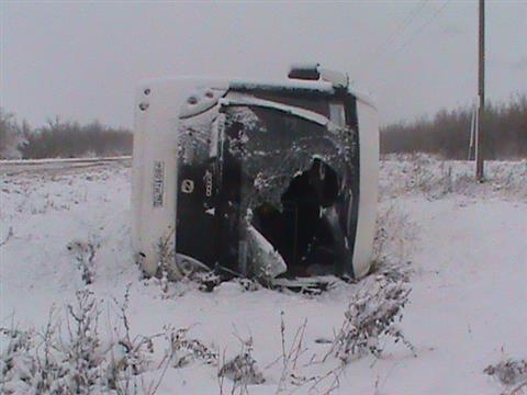 В Алексеевском районе опрокинулся переполненный автобус с мигрантами (видео)
