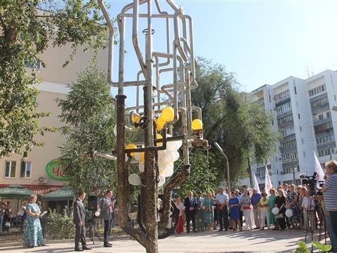 В сквере на пересечении Полевой и Галактионовской в Самаре открылся необычный фонтан