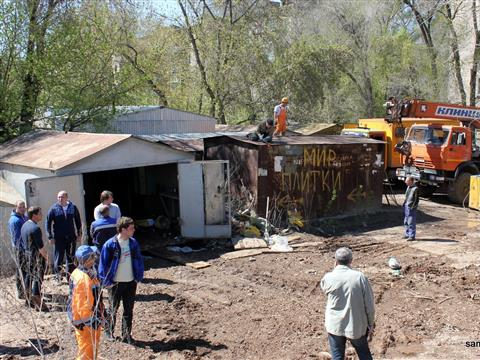 В Самаре из-за прорыва водопровода утонули два автомобиля