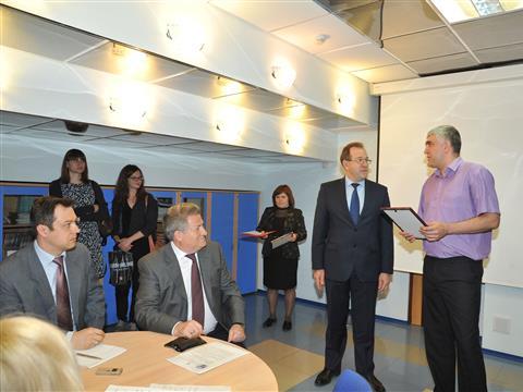Молодым ученым Самарской области вручили гранты президента РФ