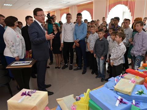 """Глава региона посетил центр помощи детям, оставшимся без попечения родителей, """"Искра"""""""